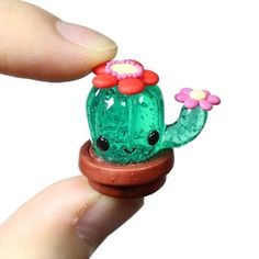 Resin cactus with Polymer clay flowers! Fimo Kawaii, Polymer Clay Kawaii, Polymer Clay Flowers, Polymer Clay Charms, Polymer Clay Creations, Mini Craft, Cute Clay, Miniature Crafts, Cute Little Things