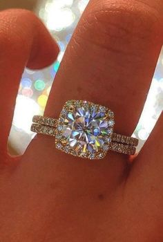 Halo Engagement Rings Cheap case Tiffany Jewellery Near Me unlike Jewellery Gold Excise Tiffany Wedding Rings, Classic Wedding Rings, Round Diamond Engagement Rings, Bling Wedding, Tiffany Jewelry, Round Diamonds, Yellow, Jewellery, Gold Bands