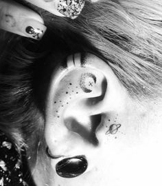 .  . These Tattoos take the Internet by Storm The human Helix is the thin curved outer part of the Ear and Tattoo-Fans from all over the world fall in Love with this tiny little Motifs on tiny little body-parts. Small FLowers, simple Lines, Tribal Designs and many more. Only your own fantasy limits …