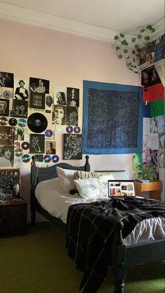 Cute Bedroom Decor, Room Design Bedroom, Room Ideas Bedroom, Living Room Decor, Decoracion Habitacion Ideas, Casa Loft, Grunge Room, Indie Room, Pretty Room