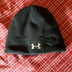 Under Armour women beanie Worn once. Good clean condition. Shell: 100% polyester  Lining : 94% nylon, 6% nylon Under Armour Accessories Hats