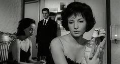 """Marcello Mastroianni, 90 anni fa - Il Post - Jeanne Moreau, Marcello Mastroianni e Monica Vitti in una scena del film di Michelangelo Antonioni """"La Notte"""", del 1961"""