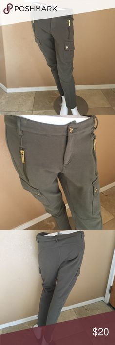 Michale Kors Leggings! Women's Michael Kors Olive Colored Leggings! Tag with size no longer in Pants, purchased as a 6! Waist laying flat is 16 in, hips 18 in, inseam 27 in! In excellent condition only worn a couple times, slight start of piling. Michael Kors Pants Leggings