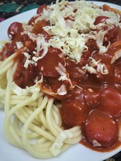 Filipino Style Spaghetti is the adaptation of the Italian spaghetti. The difference between Italian and Filipino spaghetti is the addition of hotdogs and banana ketchup, which makes the Filipino spaghetti sweet. Filipino Style Spaghetti has a distinctive sweet taste, usually made from tomato sauce sweetened with banana ketchup. It is typically cooked with ground pork and Filipino red hot dogs, and topped with grated cheese. Filipino Christmas Recipes, Filipino Style Spaghetti, Hot Dog Spaghetti, Banana Ketchup, Grated Cheese, Tomato Sauce, Hot Dogs, Pork, Asian