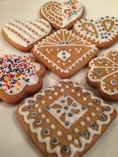 Mézeskalács díszítve Gingerbread Cookies, Sugar, Food, Gingerbread Cupcakes, Essen, Meals, Yemek, Eten