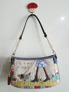 카페플젝으로 만든 핸드백~ 원래도안은 파우치였으나 이미 파우치는 많으므로 핸드백으로 만들어봤어요. 이...