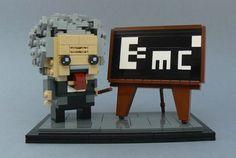 I hope you remember the famous photo of Albert Einstein with the tongue:) Lego City, Bloc Lego, Lego Custom Minifigures, Lego Pictures, Amazing Lego Creations, Lego Builder, Lego Photo, Arte Cyberpunk, Lego Blocks