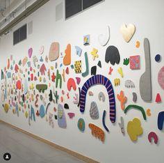 12 Gallery Walls You'll Want to Copy Mural Art, Wall Murals, Art Wall Kids, Art For Kids, Motifs Organiques, Street Art, Instalation Art, Collaborative Art, Small Art