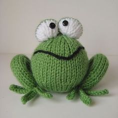 Froggy knitting pattern by Amanda Berry Froggy Strickmuster von Amanda Berry Double Knitting, Loom Knitting, Baby Knitting, Animal Knitting Patterns, Crochet Patterns, Crochet Yarn, Crochet Toys, Knitted Animals, Knitted Dolls