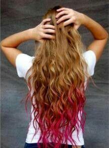 Mechas californianas rosas con el pelo rizado
