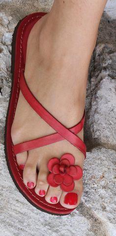 Sandali rossi da donna - italian leather sandals - www. Cute Flats, Cute Sandals, Flat Sandals, Cute Shoes, Leather Sandals, Me Too Shoes, Red Sandals, Flat Shoes, Ladies Sandals