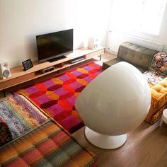 mah jong sofa by roche bobois, nice combo with aarnio's ball chair!