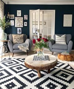 The rustic living room idea has been transformed into a more eclectic look that has been designed with everything from the farm to the super modern. You can be alone or bring warmth to a more contemporary space. Navy Living Rooms, Blue Living Room Decor, Living Room Carpet, Living Room Grey, Rugs In Living Room, Living Room Designs, Navy Blue And Grey Living Room, Room Rugs, Salons Cosy
