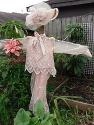 Mrs. Scarecrow in the garden.  I LOVE this...