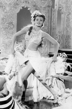"""Rita Hayworth, en """"Esta noche y todas las noches"""", 1945"""