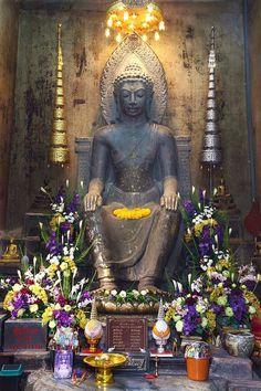 Image from http://www.dhammajak.net/board/files/__1_171.jpg.