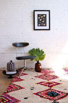 Cheio de história, o tapete Kilim pode colorir e estampar o lar de diferentes maneiras. Além de opções variadas de desenhos e cores, a peça ainda pode alegrar qualquer ambiente da casa. Inspire-se nas imagens mais pinadas do Pinterest