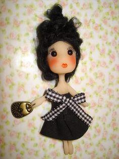 palmitas: muñecas de porcelana fría, hechas a mano.