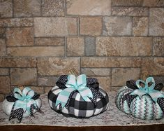 Made of wonderfully aged fabrics of linen and grain sack cloth - These pumpkins are such fun ! Acorn Wreath, Grain Sack, Unique Gifts, Create Yourself, Pumpkin, Fabric, Fun, Handmade, Clothes