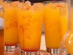 Das perfekte Havanna Sunrise-Rezept mit Bild und einfacher Schritt-für-Schritt-Anleitung: Rum, Orangensaft und Limettensaft in ein mit Eiswürfeln…
