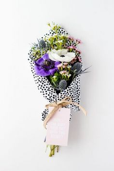 Beautiful blooms in polka dot wrapping Cute black and white polka dot tissue wrap. Great idea for wrapping flowers. Make Your Day Bouquet Anemones Polka Dot Tissue Paper Flowers wrapped in patterned tissue paper-- wow does it jazz up an already pretty bou Deco Floral, Arte Floral, Floral Design, My Flower, Fresh Flowers, Beautiful Flowers, Purple Flowers, Wild Flowers, Flower Wrap
