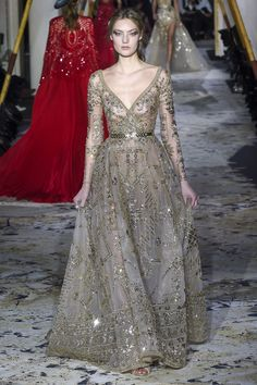 The complete Zuhair Murad Spring 2018 Couture fashion show now on Vogue Runway. Zuhair Murad, Style Haute Couture, Spring Couture, Juicy Couture, Beautiful Gowns, Beautiful Outfits, Couture Dresses, Fashion Dresses, Runway Fashion