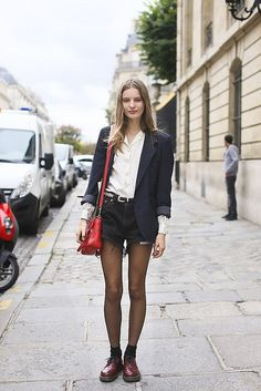 Gorgeous outfit | Denim shorts | Belted jeans | Black belt | Casual outfit | Inspiration | Fashion tips | Style | Chic | Modern