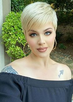 Wanna wear latest short haircuts to show off nowadays? If yes then see here best ever trends of pixie haircuts with blonde shades to show off for modern and trendy hair look. This is really amazing pixie look for girls to try nowadays. Women Pixie Cut, Pixie Cuts, Short Hair Cuts, Short Hair Styles, Latest Short Haircuts, Short Bob Hairstyles, Trendy Hairstyles, Black Natural Hair Care, Natural Hair Styles