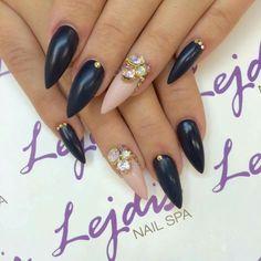 Lakiery hybrydowe SPN: UV LAQ 536 Deep sea baby, 503 Black Tulip, 634 Perfect beige, Bijou, Swarovski Nails by: Asia, Lejdis nail SPA #spn #spnnails #inspiracje #paznokcie #nailure #nails #Swarovski #bijou
