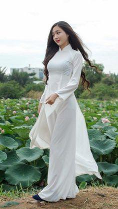 Vietnamese long dress Ao Dai, Asian Woman, Asian Girl, Vietnamese Dress, Asian Fashion, Women's Fashion, White Girls, Traditional Dresses, Asian Beauty