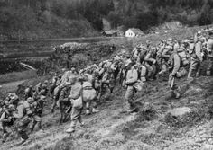 WW1, 1916; Romanian troops on the move towards Predeal. WW1 1916; troupes roumaines sur le mouvement vers Predeal.