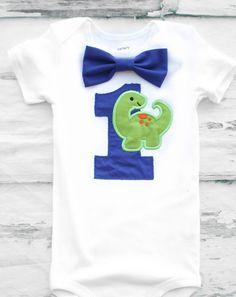 chico primera azul bebé dinosaurio themed pastel romper