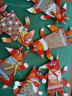 Paper Collage Fox Craft is a perfect little fall art project for your art class. Fall Art Projects, Projects For Kids, Craft Projects, Cardboard Crafts, Paper Crafts, Diy Crafts For Kids, Art For Kids, Diy Niños Manualidades, Arte Elemental