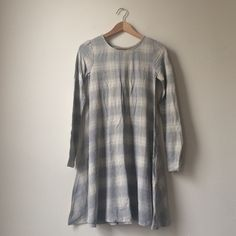 Old Navy Plaid Jersey Swing Dress New and never worn! Comfy and flattering jersey knit in a swing shape with long sleeves. 95% rayon 5% spandex Old Navy Dresses Long Sleeve