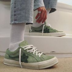 Buy and sell authentic Converse One Star Ox Tyler the Creator Golf Le Fleur Jade Lime shoes and thousands of other Converse sneakers with price data and release dates. Dr Shoes, Sock Shoes, Cute Shoes, Me Too Shoes, Converse Shoes Outfit, Converse One Star Shoes, Orange Converse, Black Converse, Outfit Jeans