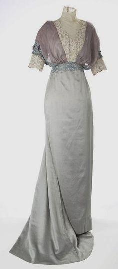 Les choses délicates...Basic evening dress 1910
