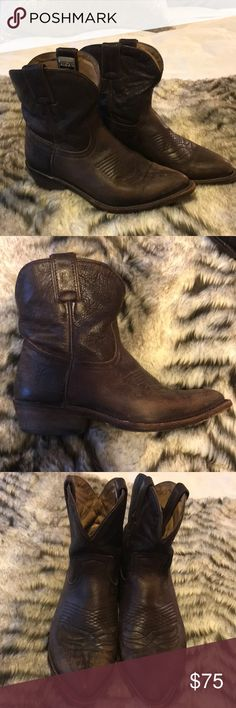 Frye Billy Short Boots 6B Gently worn Frye Boots. I love Frye but decided to let these go to make more room in my closet. Frye Shoes Ankle Boots & Booties
