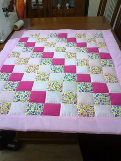 gulizars spielzeug patchwork kirkyama baby cover zeynep - The world's most private search engine Baby Patchwork Quilt, Patchwork Quilt Patterns, Beginner Quilt Patterns, Baby Girl Quilts, Quilt Baby, Boy Quilts, Girls Quilts, Quilting For Beginners, Puff Quilt