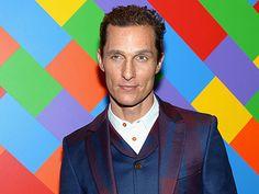 Hollywoodstar Matthew McConaughey ist in der neuesten Parfümkampagne von Dolce und Gabbana in einem klassischen schwarzen Anzug das Sinnbild von Eleganz und Stil.