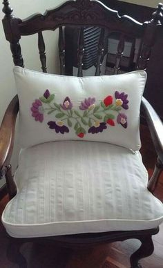 Cushion Embroidery, Crewel Embroidery, Hand Embroidery Patterns, Chain Stitch Embroidery, Learn Embroidery, Hungarian Embroidery, Brazilian Embroidery, Cool Room Designs, Blog Designs