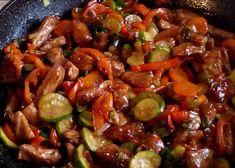 Šťavnaté karé se zeleninou recept - TopRecepty.cz Pork Tenderloin Recipes, Kung Pao Chicken, Wok, Food And Drink, Menu, Cooking, Ethnic Recipes, Dressmaking, Meat