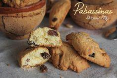Sono dolci tipi sardi e come ingredienti principali hanno uvetta,noci e mandorle..sono dolci tipi autunnali e si chiamano Pabassinas o Papassini