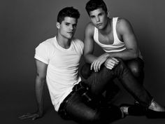 The #DesperateHousewives twins have grown up! Charlie Carver and Max Carver