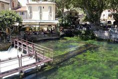 Terras bij het water in Fontaine-de-Vaucluse in de Provence Provence, Water, Gripe Water, Aix En Provence