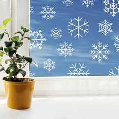 At the end of the year it's always so cosy, make it even móre cosy with this fun snowflakes Christmas Window Decorations, Holiday Decor, Chalkboard Window, Christmas Drawing, Window Art, Winter Christmas, Xmas, Diy Door, Marker