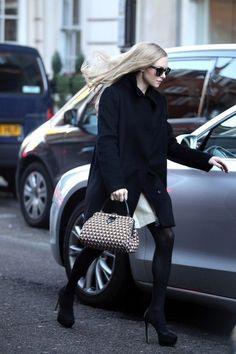 Amanda Seyfried in London Celebrity Babies, Celebrity Photos, Celebrity Style, Amanda Seyfried Hair, Sarah Michelle Gellar, Style Snaps, Christina Aguilera, Her Style, Casual Looks