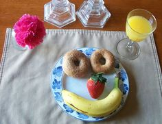 Make school day breakfast easy, healthy & fun!  - also portable to take in the car :)
