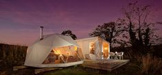 thanks to Canopy & Stars. Now that's camping with style. Looks so cosy and warm.