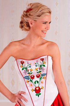 ..magyar... Chain Stitch Embroidery, Learn Embroidery, Embroidery Stitches, Embroidery Patterns, Hand Embroidery, Stitch Head, Braided Line, Hungarian Embroidery, Folk Fashion