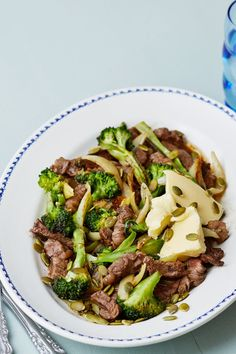 Real food on a plate. Onions and pumpkin seeds. Because a keto dinner doesn't have to be complicated. A keto friendly version of my favorite Steak and Broccoli Stir Fry that's healthy yet doesn't sacrifice on flavor. Beef Recipes, Real Food Recipes, Cooking Recipes, Healthy Recipes, Cooking Pork, Cooking Salmon, Cooking Turkey, Steak And Broccoli, Broccoli Stir Fry